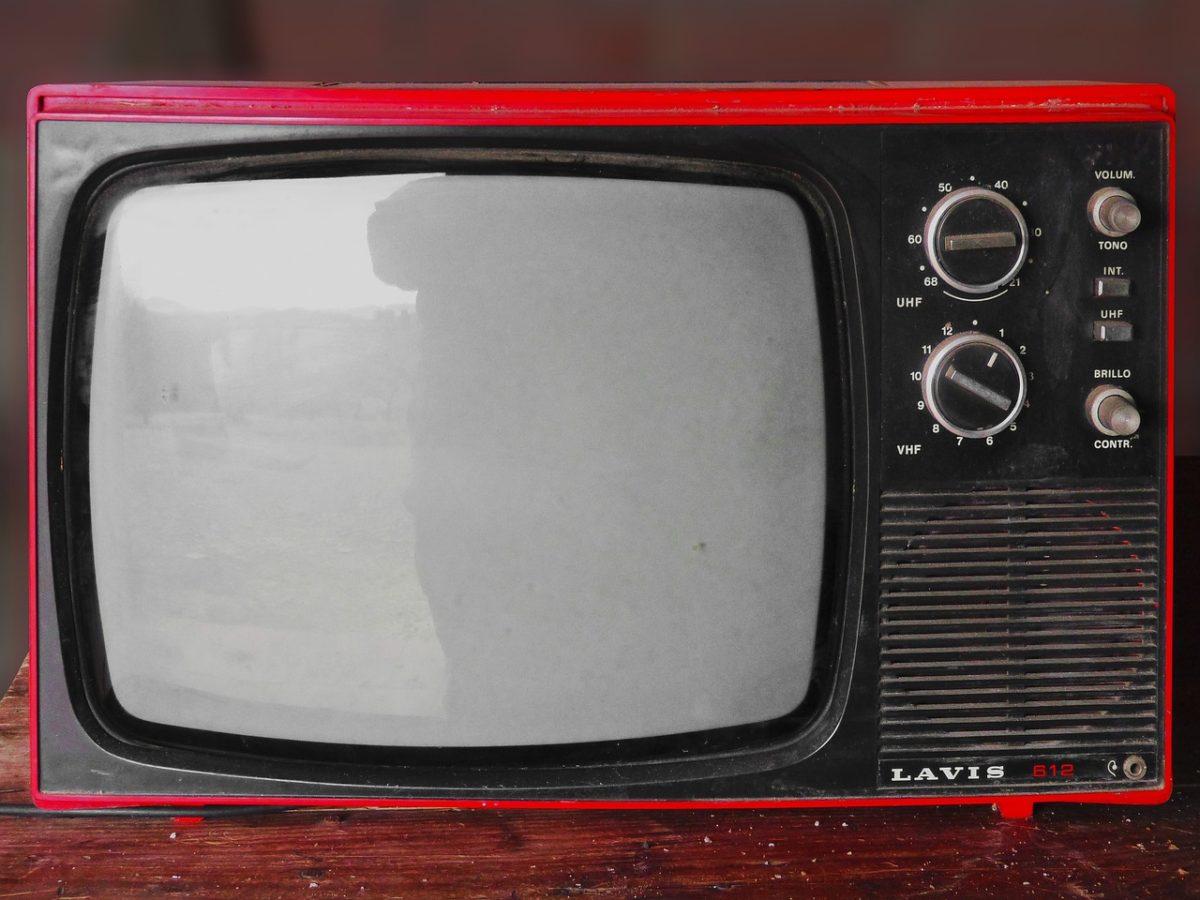 Wspólny odsapnięcie przed tv, czy też niedzielne filmowe popołudnie, umila nam czas wolny ,a także pozwala się zrelaksować.